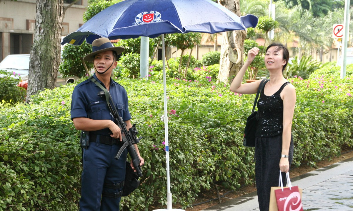 A Gurkha trooper at Raffles City during the 117th International Olympic Committee Session giving directions to a member of the public in 2005. Photo: Huaiwei, Wikimedia Commons