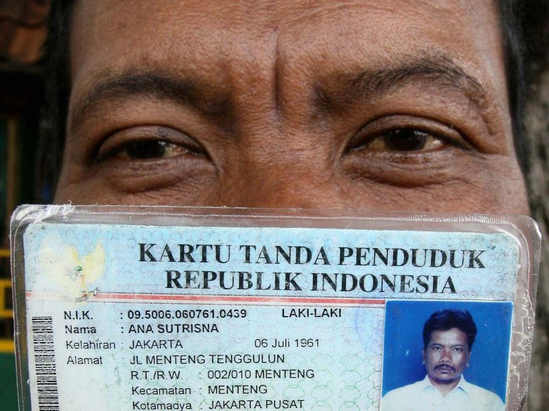 An Indonesian man shows his identity card, locally known as KTP, in a file photo. A government scheme to produce new cards has revealed the largest corruption scandal in recent history. Photo: AFP/Ahmad Zamroni