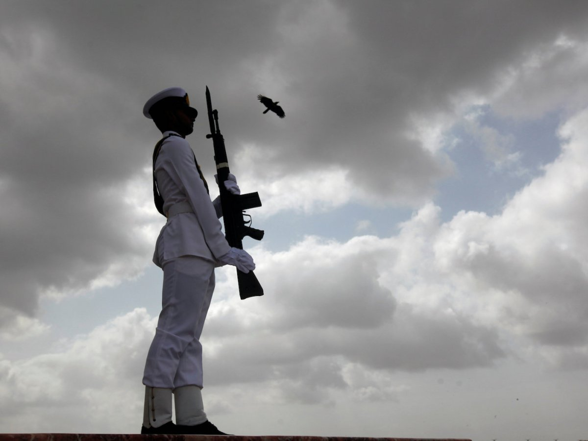A cadet of the Pakistan Navy participates in a ceremony to celebrate the country's 70th Independence Day at the mausoleum of Muhammad Ali Jinnah in Karachi on August 14, 2017. Photo: Reuters / Akhtar Soomro