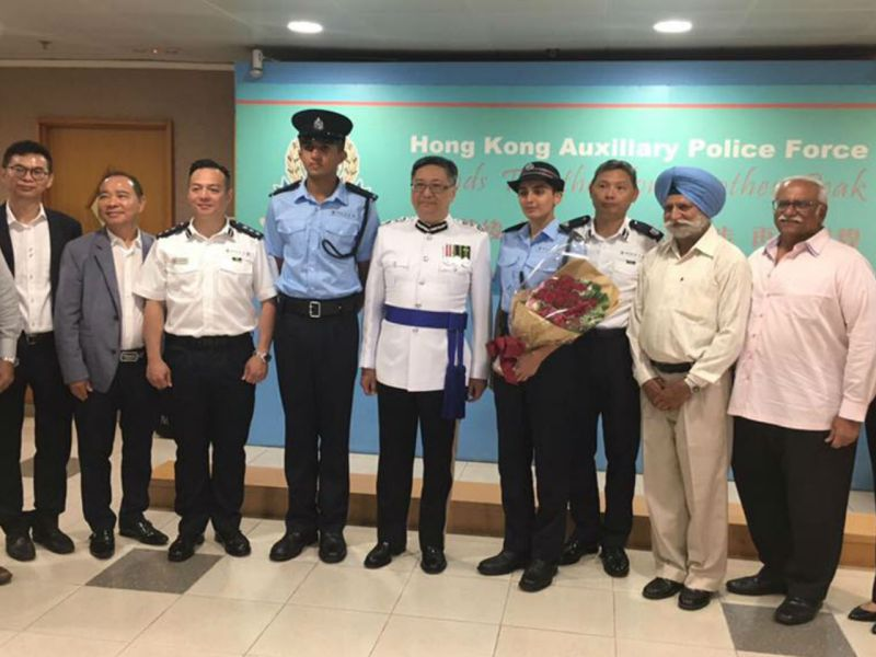 The police commissioner (sixth from left) poses with Singh Mandeep (fifth from left) and Kaur Mukhjot (fifth from right). Photo: Facebook, HK Police