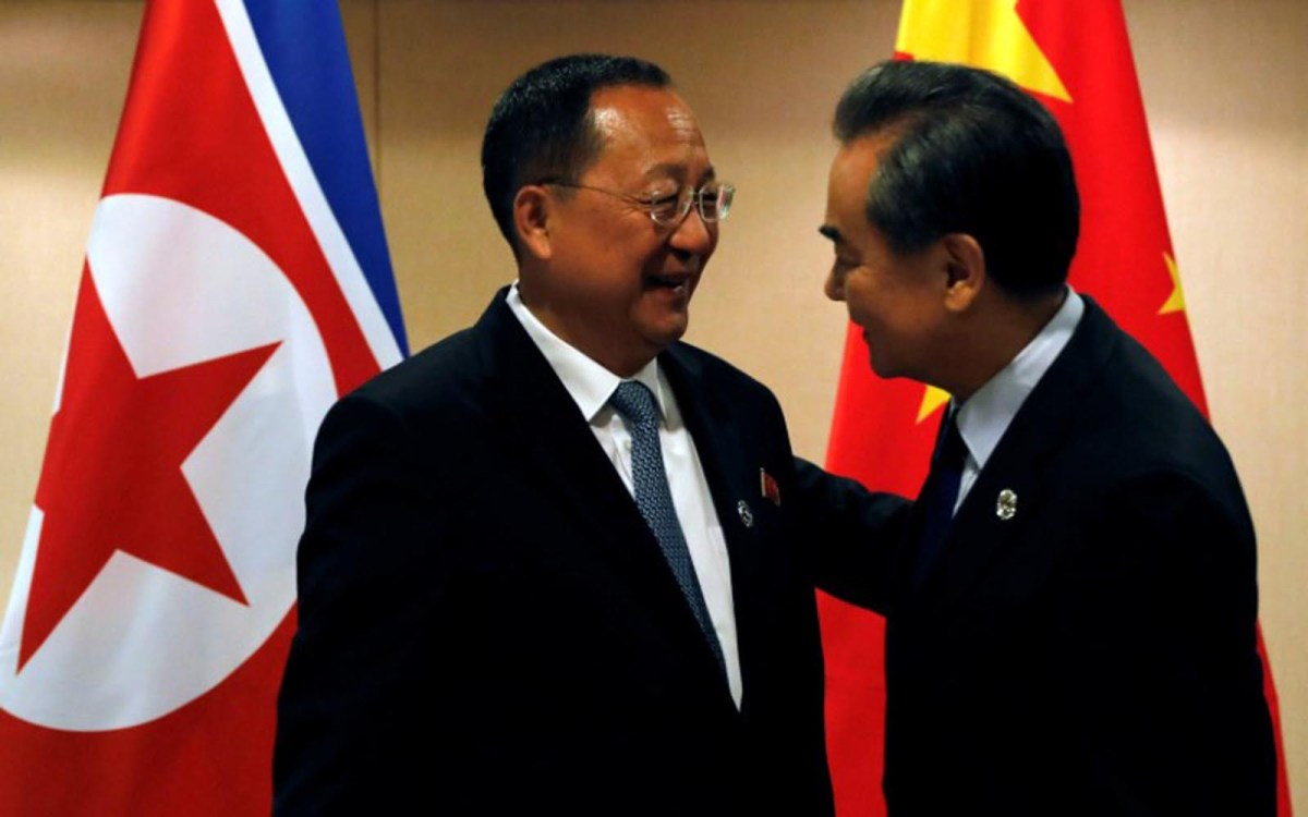 Chinese Foreign Minister Wang Yi (right) greets his North Korean counterpart Ri Yong-ho on the sidelines of the 50th ASEAN Regional Forum in Manila on August 6, 2017. Photo: Reuters/Joe Campbell