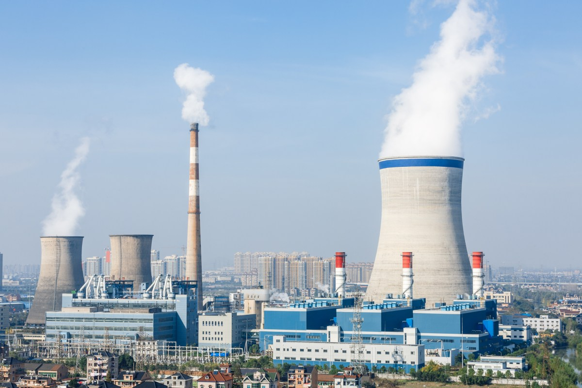 Industrial building of power plant smoke pollution in the blue sky Photo: iStock