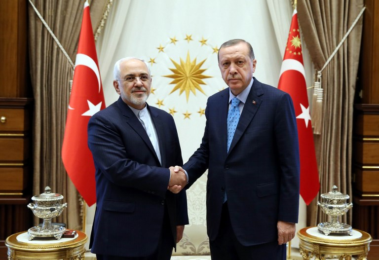 Turkish President Recep Tayyip Erdogan shaking hands with Iran's Foreign Minister Javad Zarif (L) in Ankara. Photo: AFP