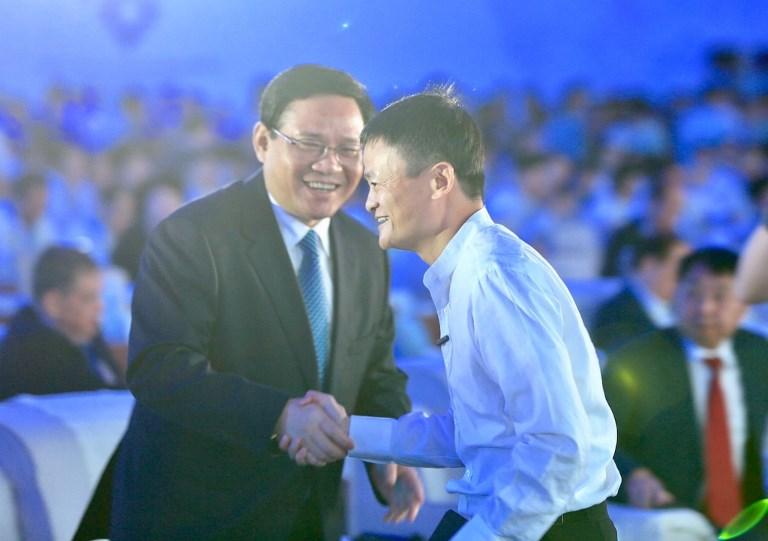 Jack Ma or Ma Yun, right, chairman of Chinese e-commerce giant Alibaba Group, shakes hands with Li Qiang, Secretary of the Jiangsu provincial committee of the Communist Party of China (CPC), during the 2017 World Internet of Things Exposition (WIOT) in Wuxi city, east China's Jiangsu province, 10 September 2017. Photo: AFP