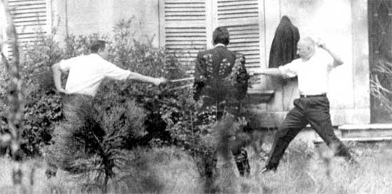 René Ribière (left) battles Gaston Defferre in 1967, the last duel in France. Photo: Wikimedia Commons