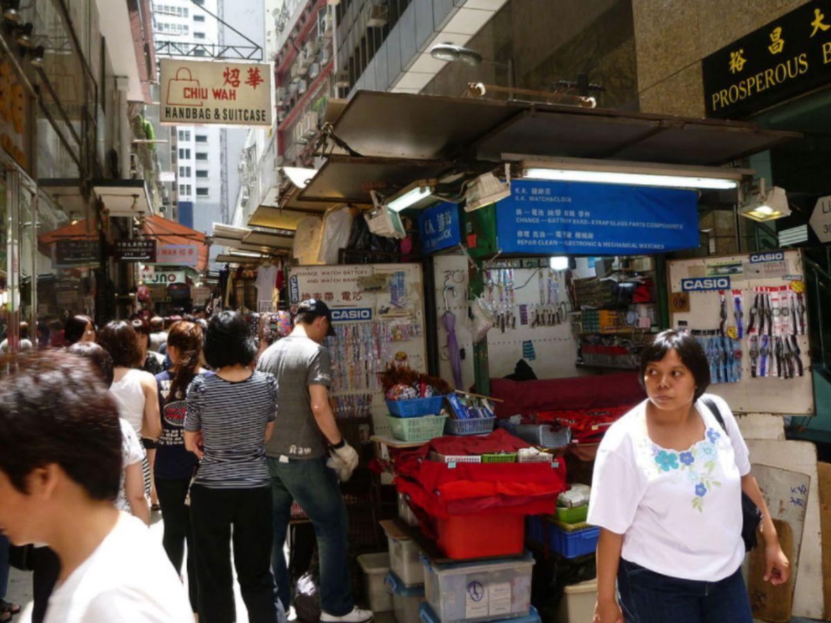 Li Yuen Street West in Central, Hong Kong Island. Photo: Wikimedia Commons, Dltl2010