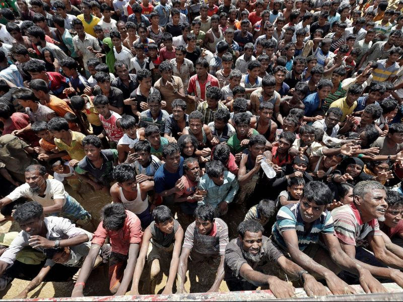 Rohingya refugees react as aid is distributed in Cox's Bazar, Bangladesh, September 21, 2017. Photo: Reuters/Cathal McNaughton