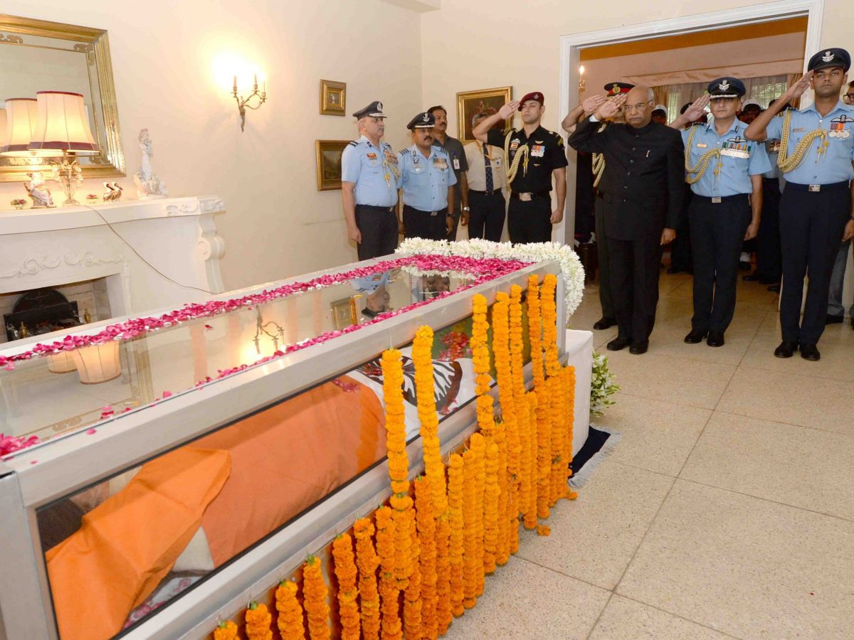 India's President Ram Nath Kovind pays tribute to Marshal of the Indian Air Force Arjan Singh, who breathed his last on September 17 in New Delhi. Photo: Courtesy Rashtrapati Bhawan