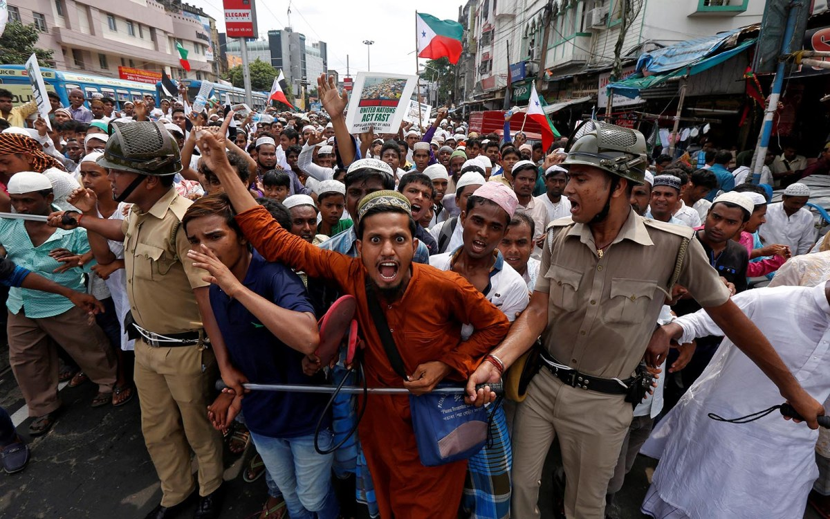 People shout slogans as they are stopped by police during a protest rally in Kolkata on September 11, 2017, against the killing of Rohingya in Myanmar. Photo: Reuters / Rupak De Chowdhuri