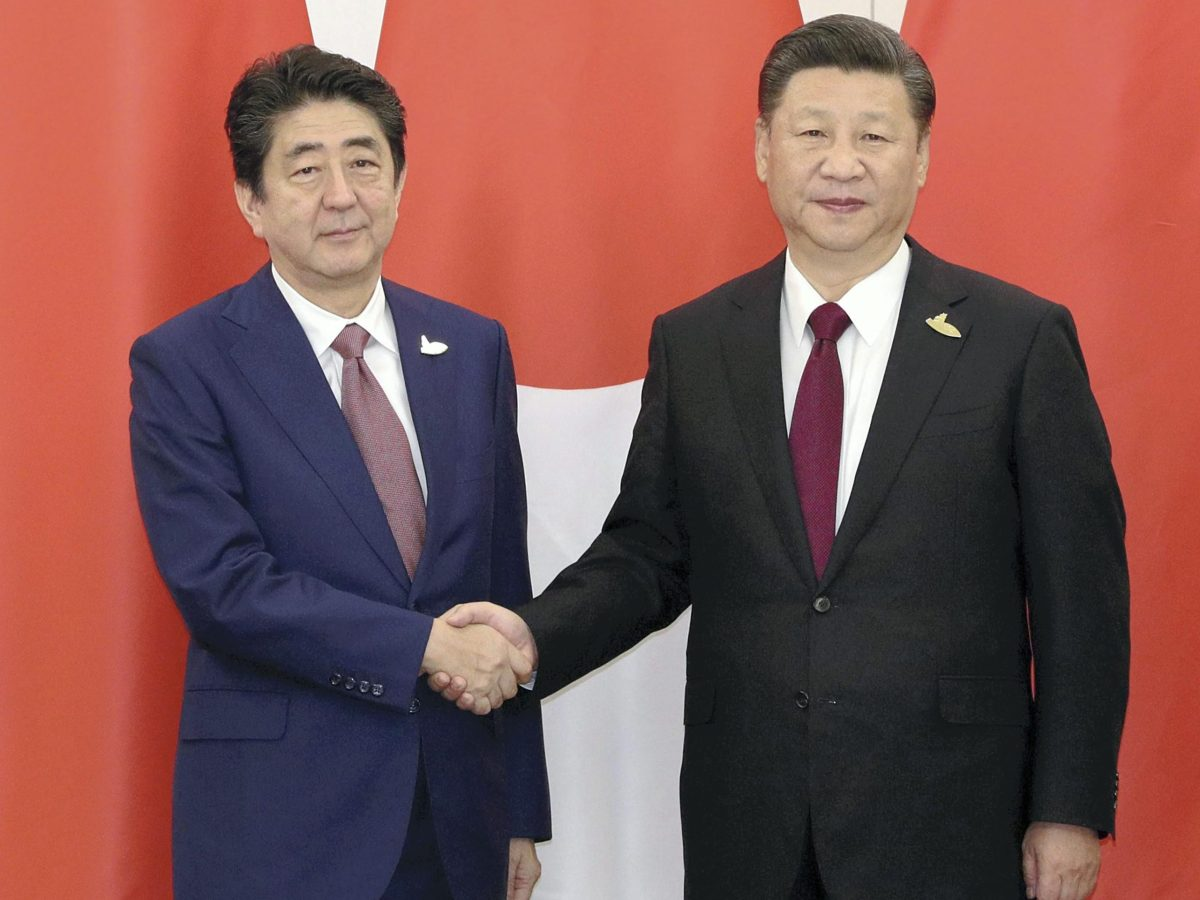 Japanese Prime Minister Shinzo Abe (left) shakes hands with Chinese President Xi Jinping prior to a bilateral meeting at the Group of 20 summit in Hamburg, Germany, on July 8, 2017. Photo:  Yomiuri Shimbun