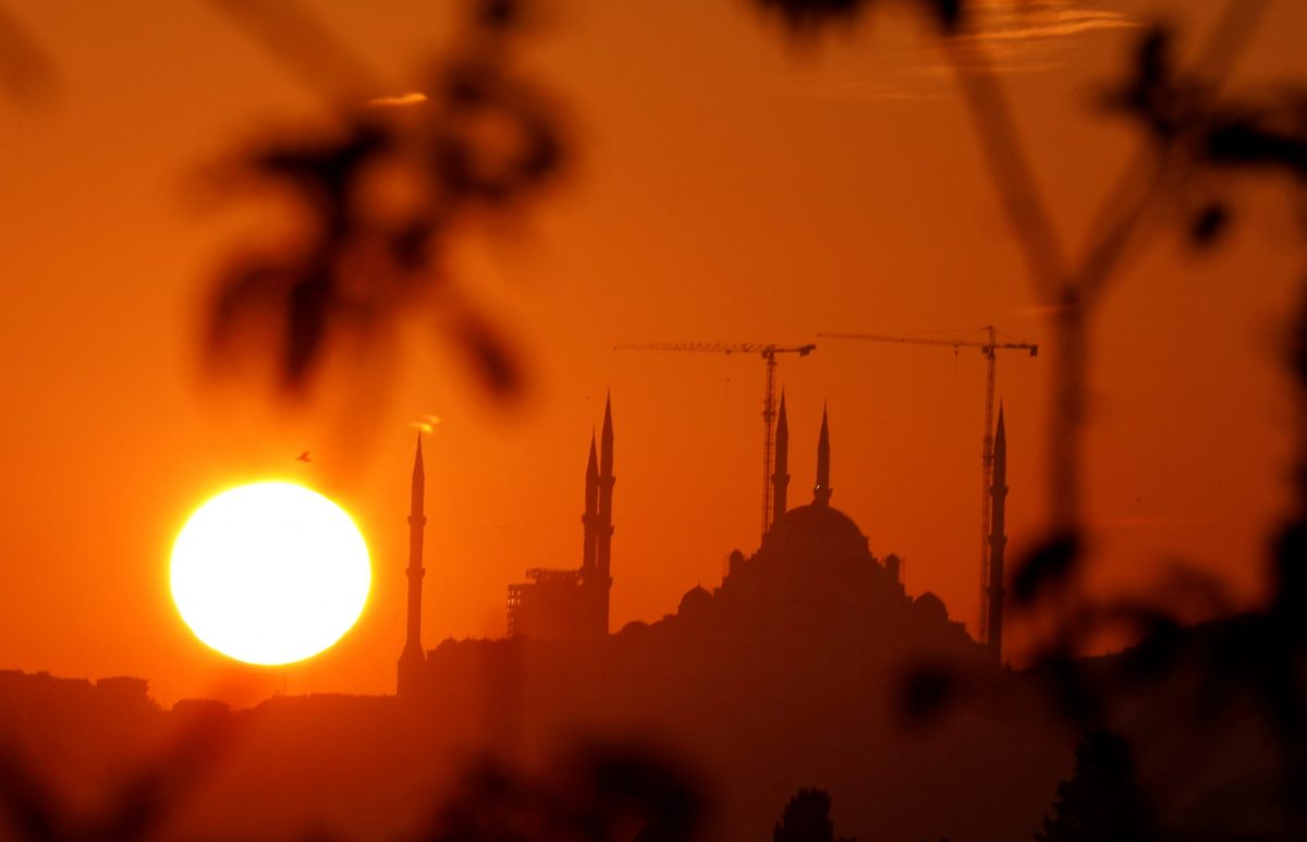 A new mosque under construction at Camlica hill overlooking the Bosphorus is pictured at sunrise in Istanbul, Turkey, on October 6, 2017. Photo: Reuters / Jamal Saidi