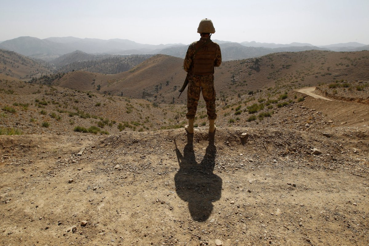 A soldier stands guard outside the Kitton outpost on the border with Afghanistan in North Waziristan, Pakistan, on October 18, 2017. Photo: Reuters / Caren Firouz