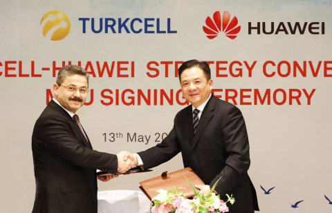 Turkcell Chairman of the Board of Directors Mr Ahmet Akça and Huawei Senior Vice President Mr Tian Feng in May. Photo: Business Wire