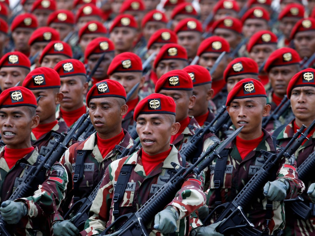 Members of Indonesia's special forces Kopassus march during celebrations for the 72nd anniversary of the Indonesia military, in Cilegon, Banten province, October 5, 2017.  Photo: Reuters/Beawiharta