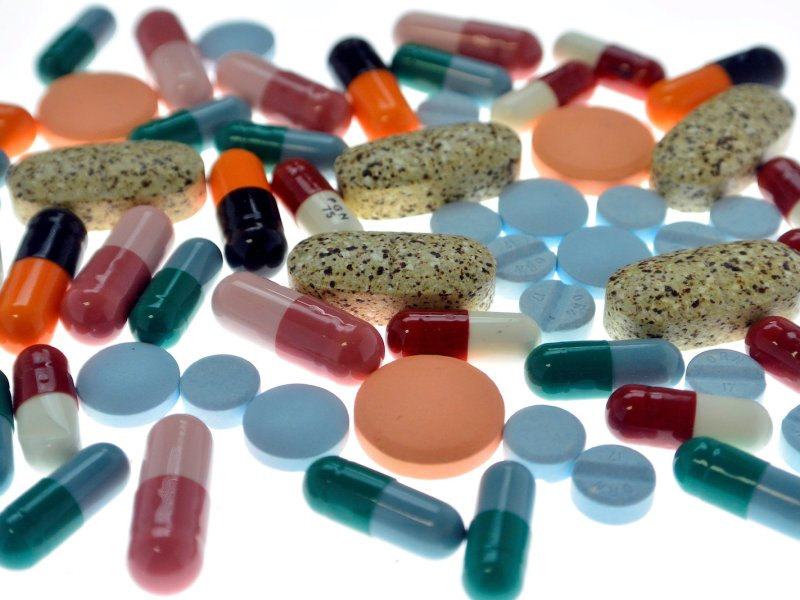 FILE PHOTO: Pharmaceutical tablets and capsules are arranged on a table in a photo illustration shot September 18, 2013.  REUTERS/Srdjan Zivulovic/Illustration/File Photo