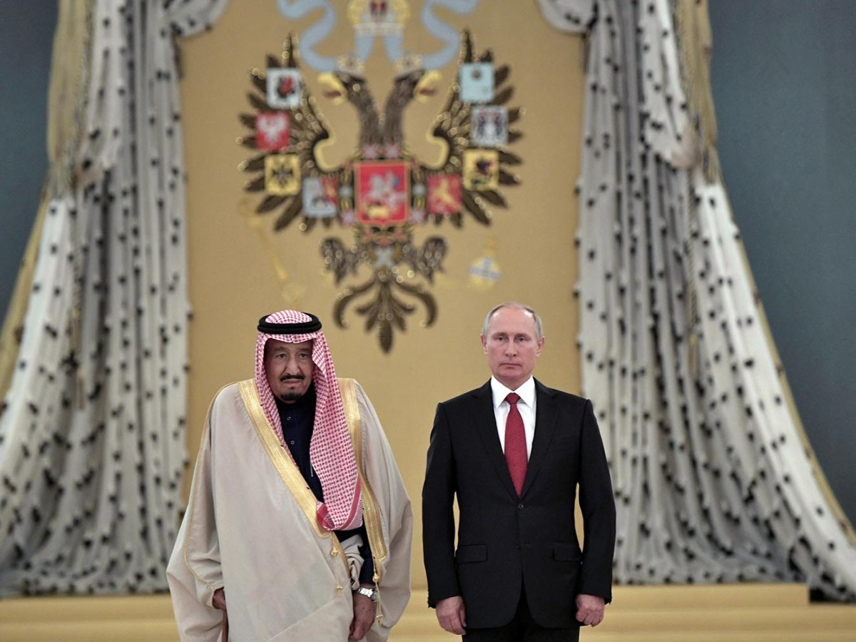 Russian President Vladimir Putin and Saudi Arabia's King Salman attend a welcoming ceremony ahead of their talks in the Kremlin in Moscow on October 5, 2017. Photo: Sputnik via Reuters