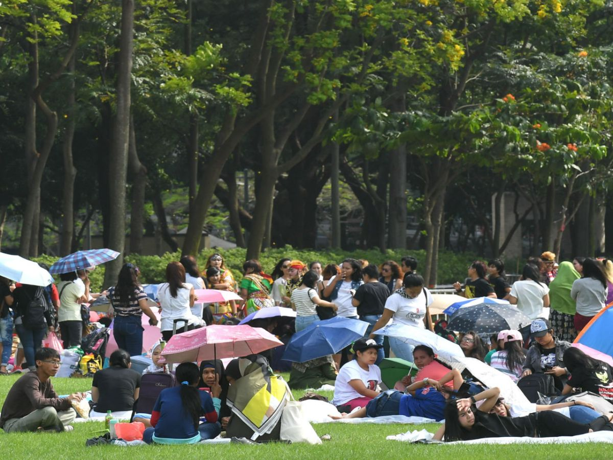Domestic workers at Victoria Park on Hong Kong Island. Photo: HK Government