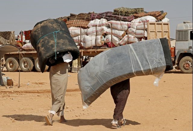 Men carry mattresses at a refugee camp for people displaced in fightings between the Syrian Democratic Forces and Islamic State militants in Ain Issa, Syria October 14, 2017.  Photo: Reuters/Erik De Castro