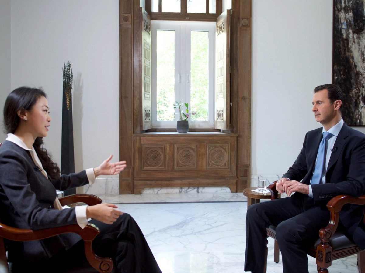This handout picture provided by the Syrian Arab News Agency (SANA) shows Syrian President Bashar al-Assad (right) speaking with a journalist from China's Phoenix television on November 22, 2015, in Damascus. Photo: AFP / SANA