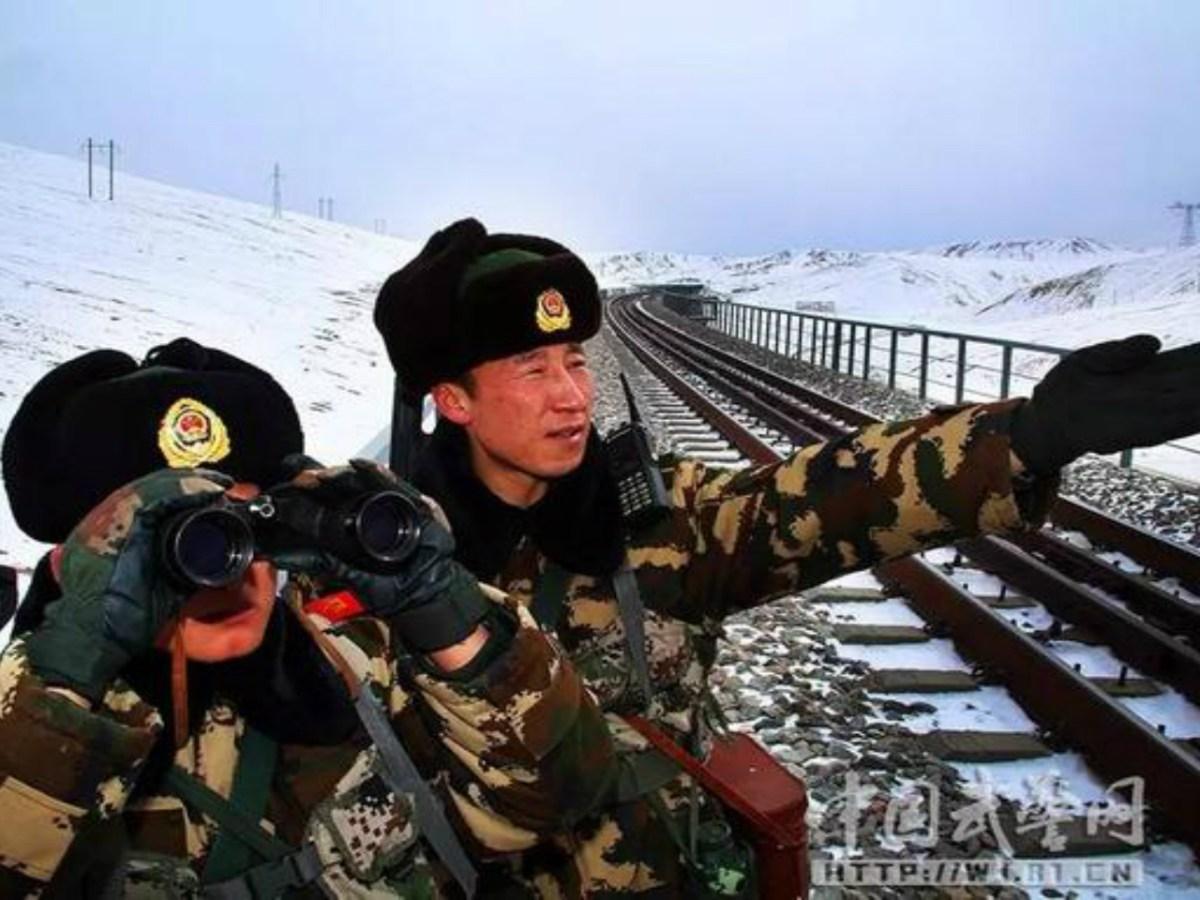 PLA troops patrol the Tibet-Qinghai railway. Photo: PLA Daily