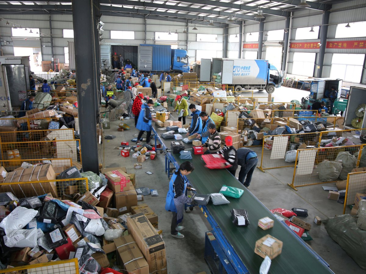 Employees sort parcels at a logistics center of ZTO Express in Fuyang, Anhui province, during the Alibaba 11.11 global shopping festival on November 11, 2017. Photo: Reuters / Stringer