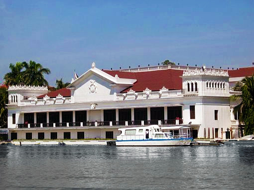 Malacañang Palace in Manila, home of Philippines presidents. The country is still ruled largely by political dynasties who have managed to retain control for decades, possibly threatening the democratic future of the country. Photo: Wikimedia Commons