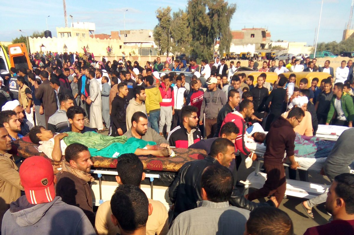 Egyptians carry victims on stretchers after a gun and bombing attack at the Rawda mosque near the North Sinai provincial capital of El-Arish on November 24, 2017. Photo: AFP