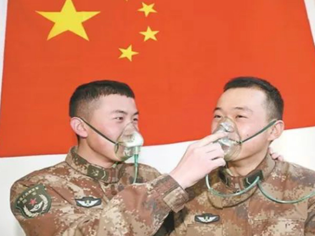 PLA soldiers inhale pure oxygen at a camp on the Tibetan Plateau. Photo: PLA Daily