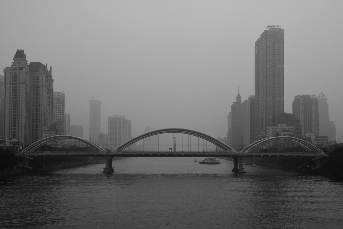 Jiefang Bridge under polluted sky in Guangzhou city, Guangdong province. Photo: iStock