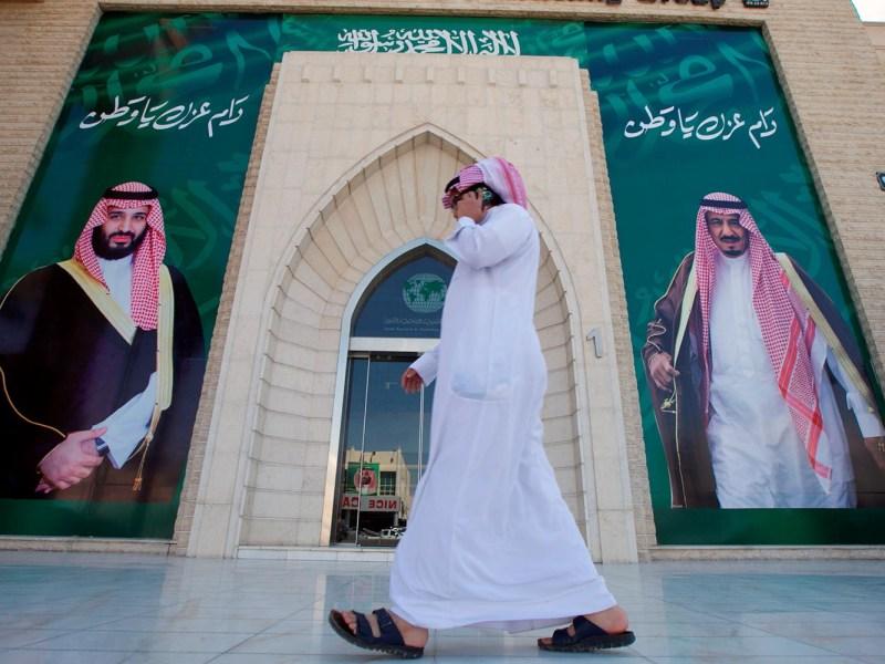 A man speaks on the phone as he walks past posters depicting Saudi Arabia's King Salman bin Abdulaziz Al Saud and Crown Prince Mohammed bin Salman in Riyadh, Saudi Arabia, November 9, 2017. Photo: Reuters / Faisal Al Nasser