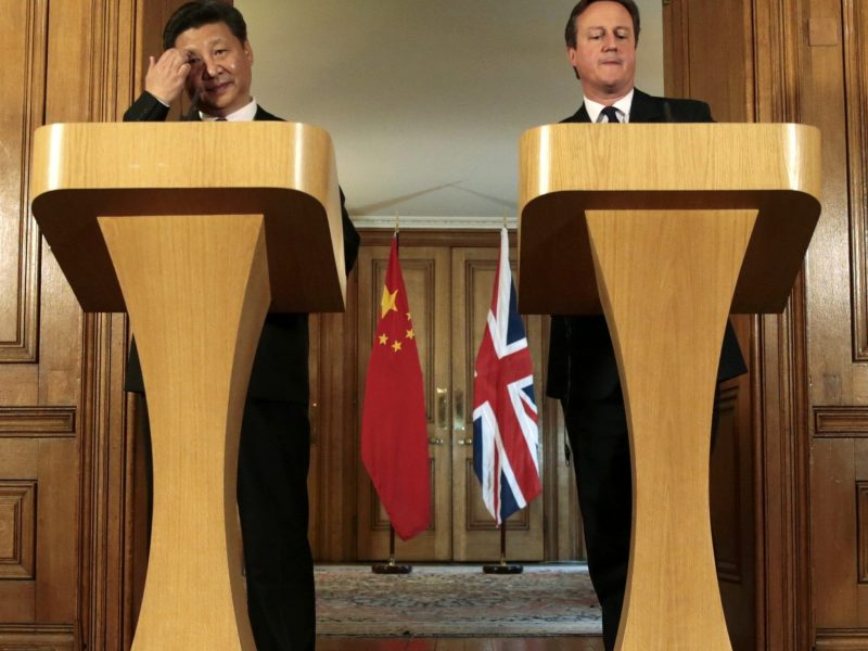 The then-British Prime Minister David Cameron (right) and Chinese President Xi Jinping host a joint news conference following their meeting at 10 Downing Street in central London, on October 21, 2015. Photo: AFP / Suzanne Plunkett