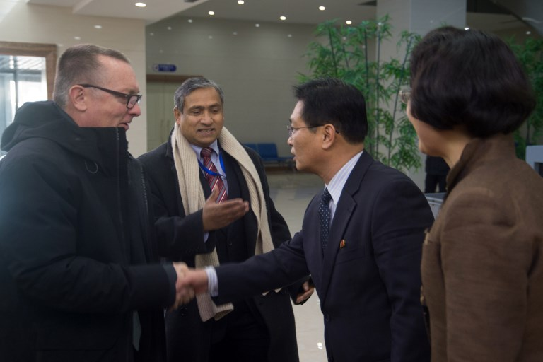 Jeffrey Feltman (L), the UN's under secretary general for political affairs, shakes hands with an official from the DPRK Foreign Ministry after arriving in Pyongyang. Photo: AFP / Kim Won-Jin