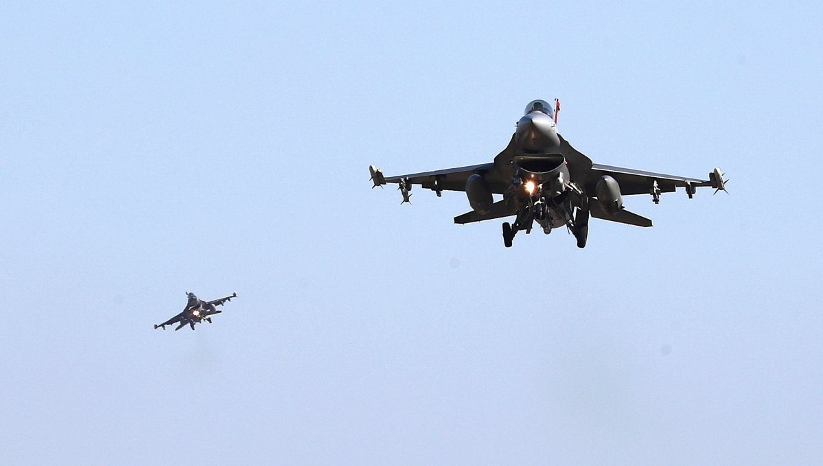 U.S. Air Force F-16 fighter jets fly over the Osan Air Base in Pyeongtaek, South Korea, December 4, 2017.  Oh Jang-hwan/News1 via REUTERS