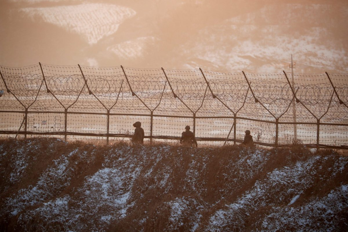 South Korean soldiers patrol along a barbed-wire fence near the demilitarized zone separating the two Koreas, in Paju, South Korea. Photo: Reuters / Kim Hong-Ji