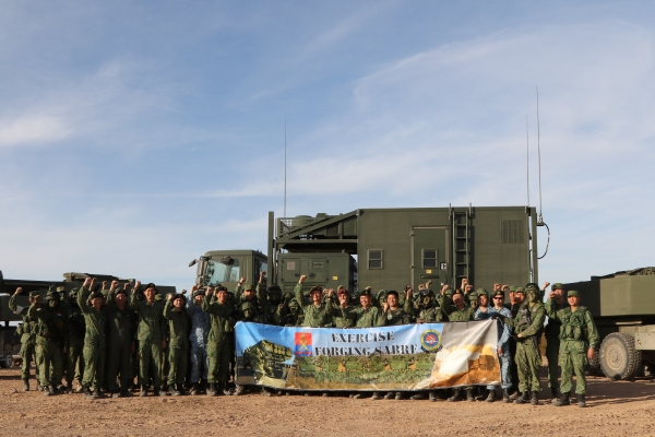 Singaporean airmen and soldiers are seen in Arizona. Photo: Singapore Armed Forces