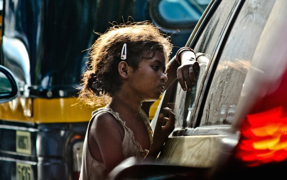 Despite early success, India has fallen behind its neighbor China in poverty reduction. Sweeping reforms are necessary if India is to gain ground in implementing a workable anti-poverty program comparable to China's efforts.Photo: Wikimedia Commons/Varun Chatterji