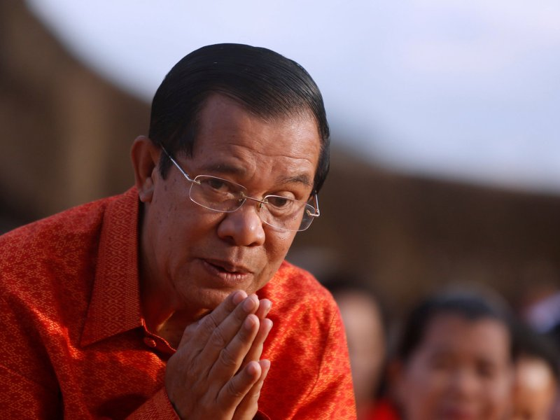 Cambodian Prime Minister Hun Sen prays for peace and stability at a ceremony at the Angkor Wat temple complex on December 3, 2017. Photo: Reuters/Samrang Pring