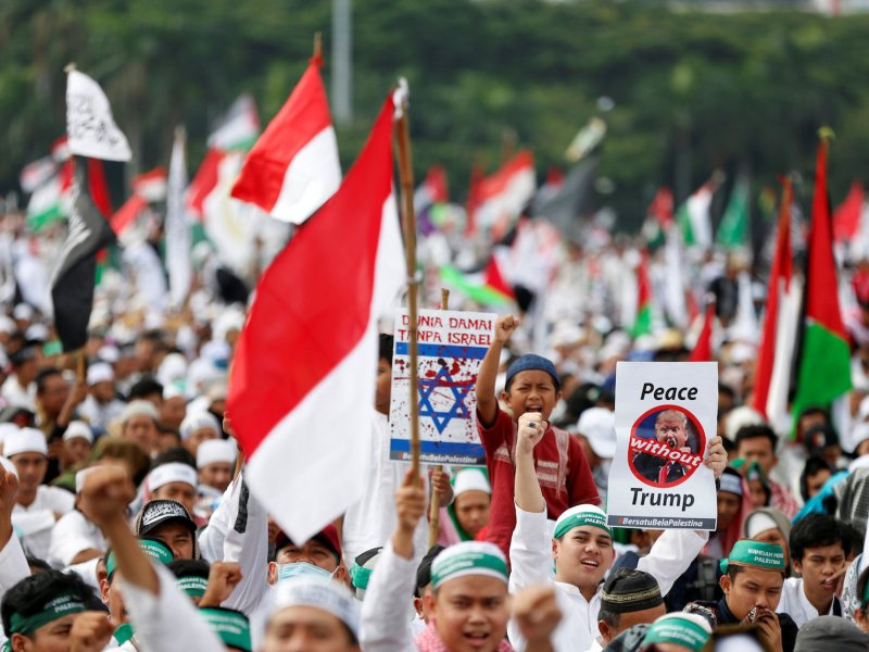 Protesters in Jakarta hold signs during a rally to condemn President Donald Trumps's decision to recognize Jerusalem as Israel's capital. Photo: Reuters