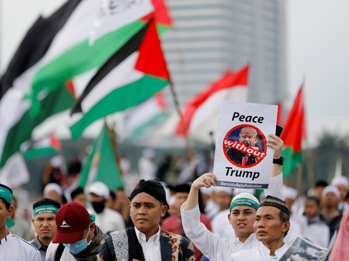 Thousands rally in Jakarta to condemn US President Donald Trump's decision to recognize Jerusalem as Israel's capital, at Monas, the national monument, on December 17, 2017. Photo: Reuters / Darren Whiteside