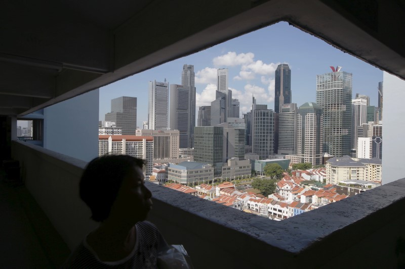 The skyline of Singapore's central business district seen from a public housing estate, April 14, 2015. Photo: Reuters/Edgar Su
