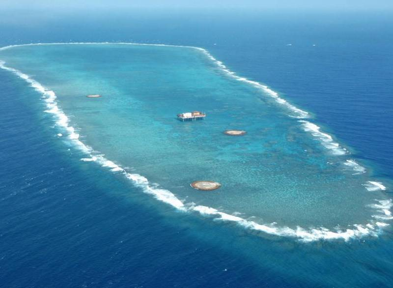 The Okinotori atoll is seen in this aerial photo taken in April 2005. Photo: Kyodo
