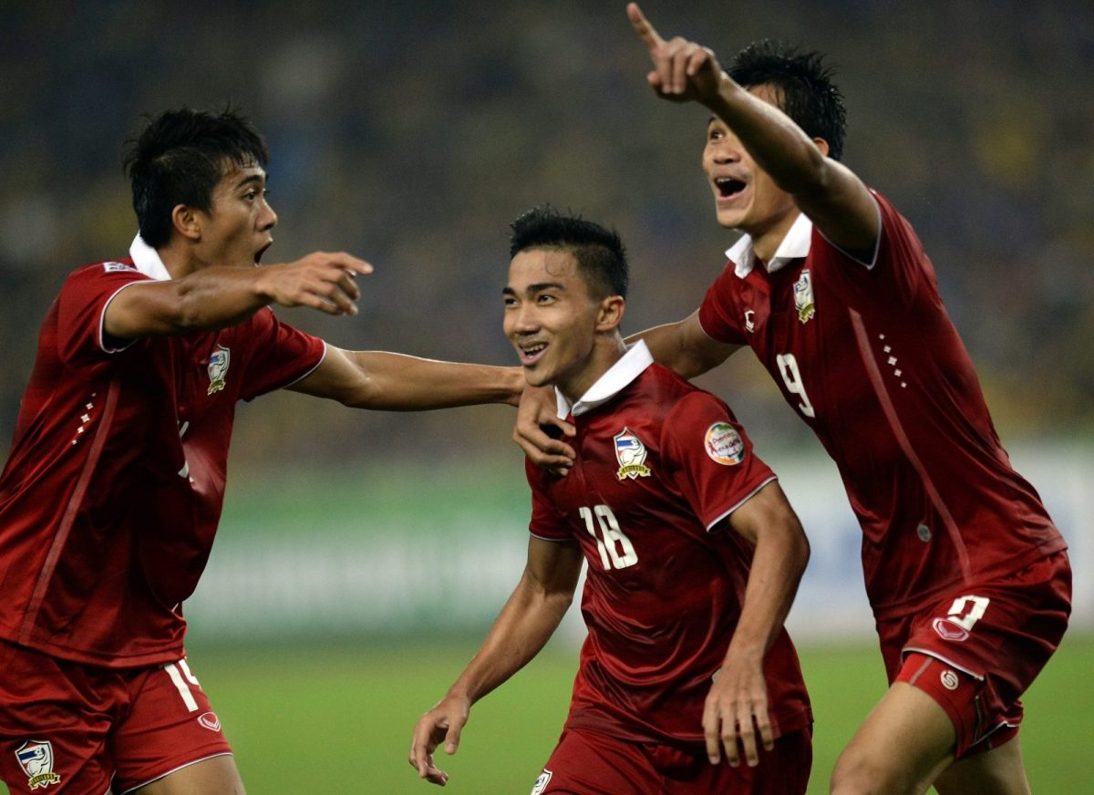 Thailand's Chanathip Songkrasin (center) celebrates after scoring a goal against Malaysia in the AFF Suzuki Cup final in 2014. Photo: AFP / Manan Vatsyayana