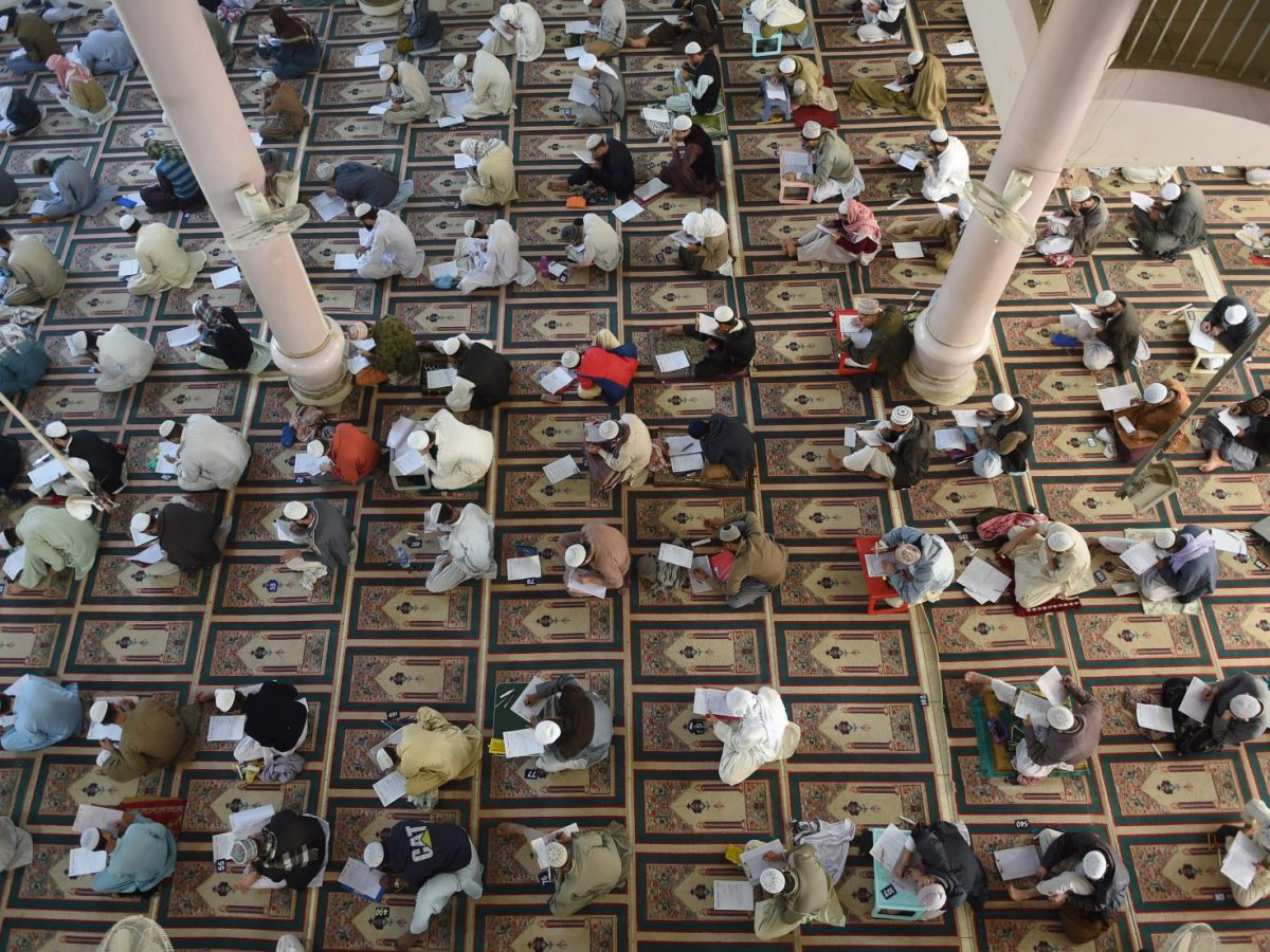 Islamic religious students take mid-term exams at Jamia Binoria, a seminary in Karachi, on January 26, 2017. Photo: AFP