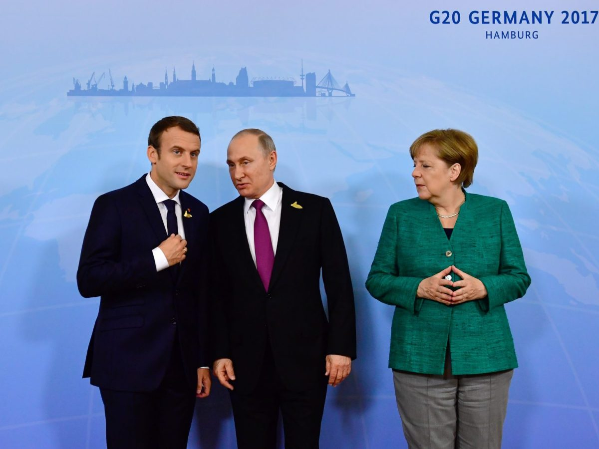 German Chancellor Angela Merkel poses with French President Emmanuel Macron (left) and Russia's President Vladimir Putin (center) during the G20 summit in Hamburg, Germany. Photo: AFP / Tobias Schwarz
