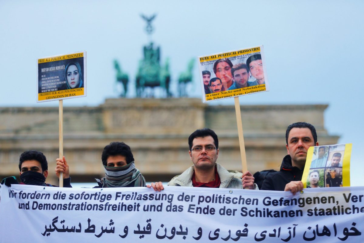 People demonstrate in front of the Brandenburg Gate to support protests across Iran. Photo: Reuters / Hannibal Hanschke