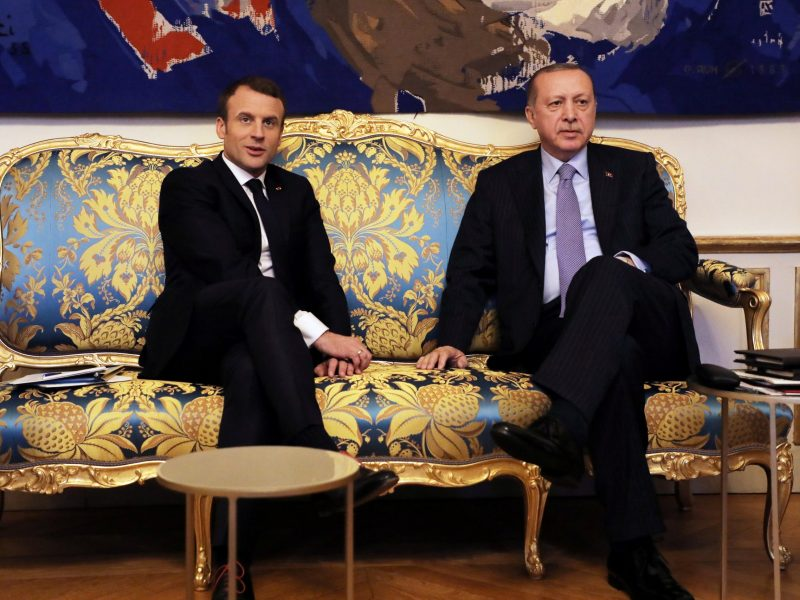 French President Emmanuel Macron (left) meets with Turkish President Recep Tayyip Erdogan at the Elysee Palace in Paris, France, on January 5, 2018. Photo: Reuters / Ludovic Marin