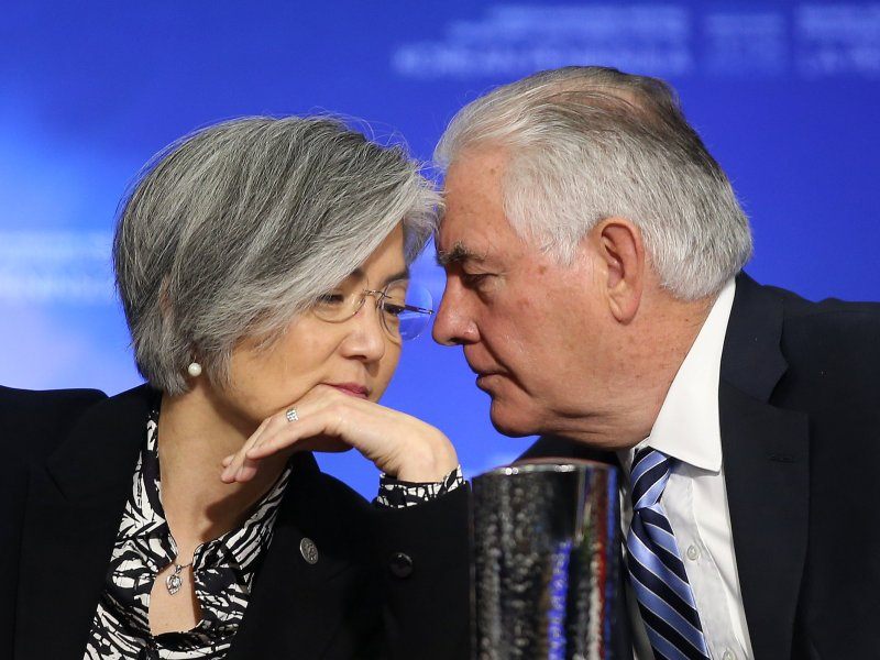 US Secretary of State Rex Tillerson talks with South Korean Minister of Foreign Affairs Kang Kyung-wha during the Foreign Ministers' Meeting on Security and Stability on the Korean Peninsula in Vancouver, Canada, January 16, 2018.  Photo: Reuters / Ben Nelms