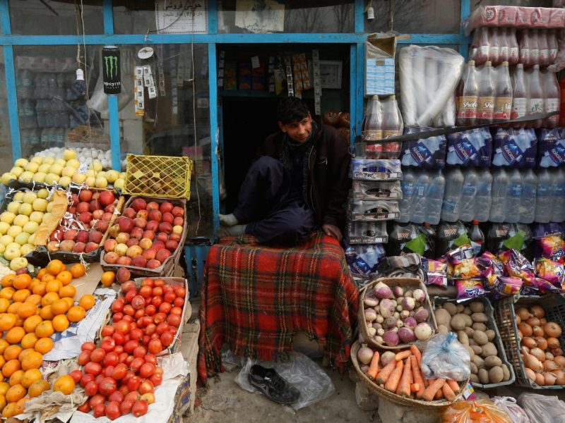A shopkeeper waits for customers in Kabul on December 26, 2017. Photo: Reuters / Omar Sobhani