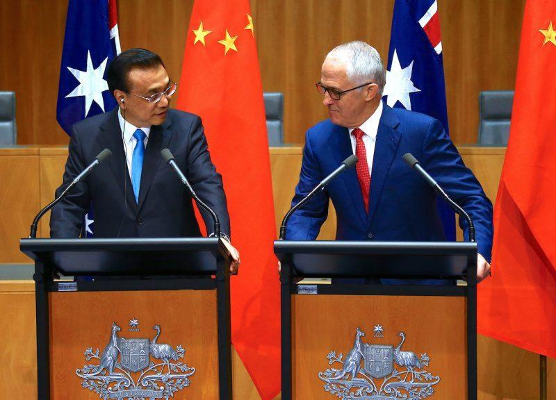 2017年3月24日,澳洲总理滕博(Malcolm Turnbull)和中国总理李克强(图左)出席在堪培拉议会大厦的新闻发布会。相片:AFP / David Gray