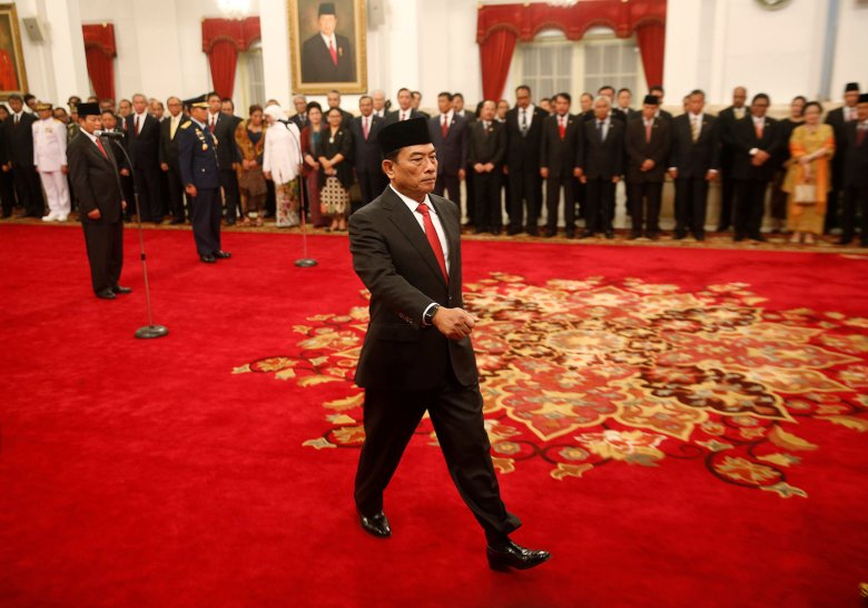 Moeldoko, a retired military chief and newly appointed chief of staff to Indonesian President Joko Widodo's cabinet, attends his swearing in ceremony at the presidential palace in Jakarta, Indonesia January 17, 2018.  REUTERS/Darren Whiteside